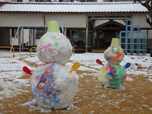 カラフル雪ダルマが2個